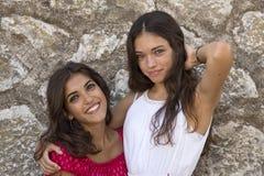 Donker portret van twee meisjes Stock Afbeelding