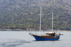 Donkerblauw jacht Royalty-vrije Stock Afbeeldingen