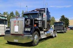 Donkerblauwe de Vrachtwagentractor van Kenworth W900 Royalty-vrije Stock Foto