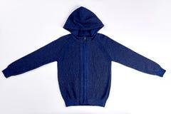 Donkerblauwe gebreide trui met een kap Stock Foto