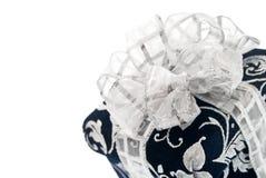 Donkerblauwe giftdoos met zilverachtig lint royalty-vrije stock foto