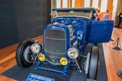 Donkerblauwe hete de staafauto van Ford Stock Fotografie