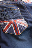 Donkerblauwe jeans met een beeld van de Britse vlag op de zak royalty-vrije stock foto