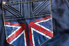 Donkerblauwe jeans met een beeld van de Britse vlag op de zak stock afbeeldingen