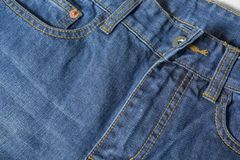Donkerblauwe jeanstextuur Een deel van de textuur van de jeansbroek royalty-vrije stock afbeeldingen