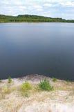 Donkerblauwe meerachtergrond Stock Afbeeldingen