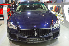 Donkerblauwe Metaalmoskou Internationale Automobiele de Salonluxe van Maserati Quattroporte S Q4 Stock Fotografie