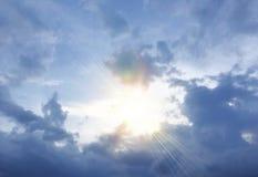 Donkerblauwe onweerswolken Stock Afbeeldingen