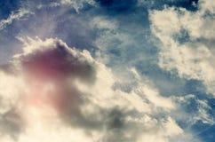 Donkerblauwe stormachtige hemel Stock Foto's
