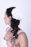 Donkerbruin Bruids haar, krullen witte bloem in bijlage Royalty-vrije Stock Fotografie