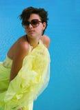 Donkerbruin meisje met manierkleding Stock Fotografie