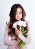 Donkerbruin meisje in studio Stock Foto