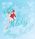 Donkerbruin Pin Up Christmas Girl die Santa Claus-kostuum dragen Stock Afbeeldingen