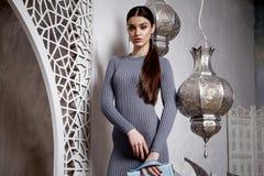 Donkerbruine het haarstijl Arabisch van de portret mooie sexy vrouw Stock Afbeeldingen