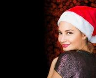 Donkerbruine Kerstmisgiften van de vrouwenholding Stock Afbeeldingen
