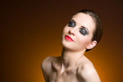 Donkerbruine schoonheid in zware make-up. Stock Foto's