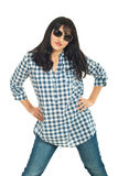 Donkerbruine vrouw die zonnebril draagt Stock Fotografie