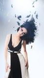 Donkerbruine vrouw met prachtig kapsel Stock Afbeeldingen