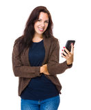 Donkerbruine vrouwengreep met cellphone Stock Afbeelding