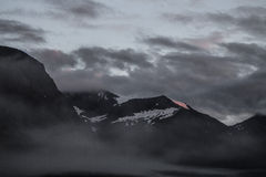 Donkere Bergen in de Avond Royalty-vrije Stock Foto