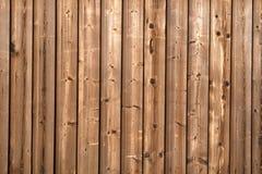 Donkere bevlekte houten omheining. royalty-vrije stock foto