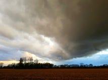 Donkere bewolkte hemel Stock Afbeelding