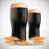 Donkere bieren op een witte achtergrond Stock Fotografie