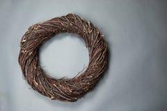 Donkere Bruine de Fantasie dievan het Achtergrond vogelnest Fotosteun op g wordt geïsoleerd royalty-vrije stock afbeelding
