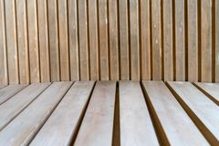 Donkere bruine houten het patroonachtergrond van de muurtextuur Stock Afbeeldingen