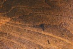 Donkere bruine raad de afstand tussen de houten planken houten mooie textuur stock foto