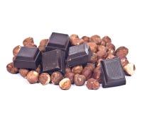 Donkere chocolade en hazelnoten Stock Afbeeldingen