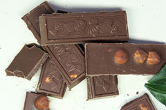 Donkere chocolade op witte achtergrond Royalty-vrije Stock Foto