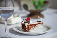 Donkere chocoladecake Stock Afbeelding