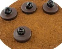 Donkere chocoladepralines met geglaceerde kersen op de achtergrond van de gerstkoffie Royalty-vrije Stock Afbeeldingen