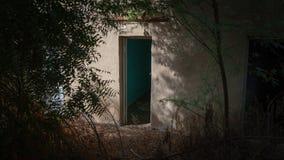 Donkere deur in Al Ain, Oase, Verenigde Arabische Emiraten royalty-vrije stock afbeeldingen