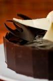 Donkere dichte omhooggaand van de chocoladecake Stock Afbeelding