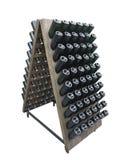 Donkere flessen op een houten die steun van de wijnkelder over wit wordt geïsoleerd Stock Afbeelding