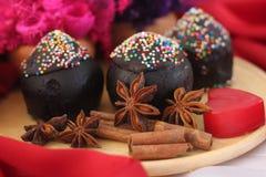 Donkere gespierde de kopcake van de Chocolade Royalty-vrije Stock Afbeeldingen