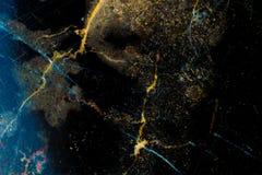 Donkere gouden marmer gevormde textuurachtergrond, Gedetailleerd echt marmer van aard Stock Afbeelding