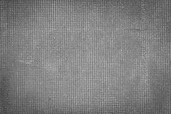 Donkere grijze cementmuur met netto en vlekken, textuur concrete rug stock afbeelding