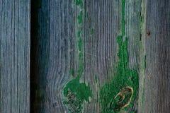 Donkere grijze houten langzaam verdwenen planking achtergrond met barsten royalty-vrije stock afbeelding