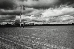 Donkere grijze onweerswolken Stock Afbeeldingen