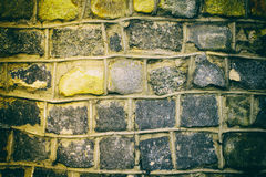 Donkere grungeachtergrond van steenmuur Royalty-vrije Stock Foto's