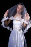 Donkere haarvrouw in huwelijkskleding stock afbeelding