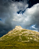 Donkere heuvel stock afbeelding