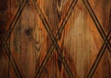 Donkere houten deur met patroontextuur Stock Foto
