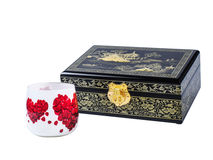Donkere houten die juweeldoos met decoupageglas op witte achtergrond wordt geïsoleerd Royalty-vrije Stock Foto