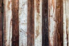 Donkere houten muurhuis doorstane textuur Stock Foto