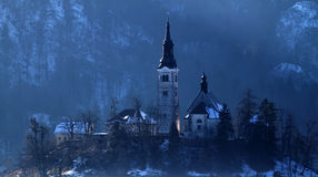Donkere kerk op de heuvel Royalty-vrije Stock Afbeelding