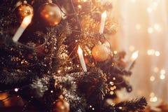 Donkere Kerstmisachtergrond, de balkerstboom van het close-upnieuwjaar royalty-vrije stock foto